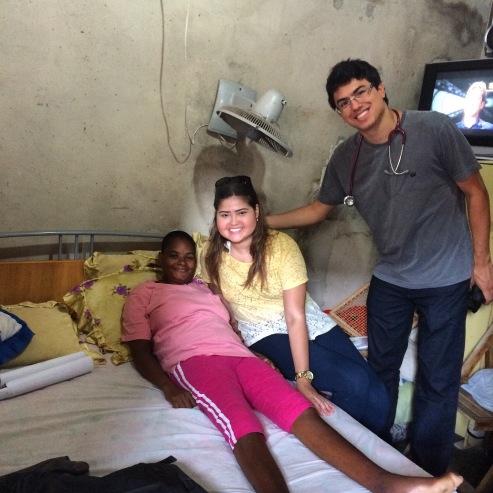 Foto com Rosangela em sua casa no Terreirão